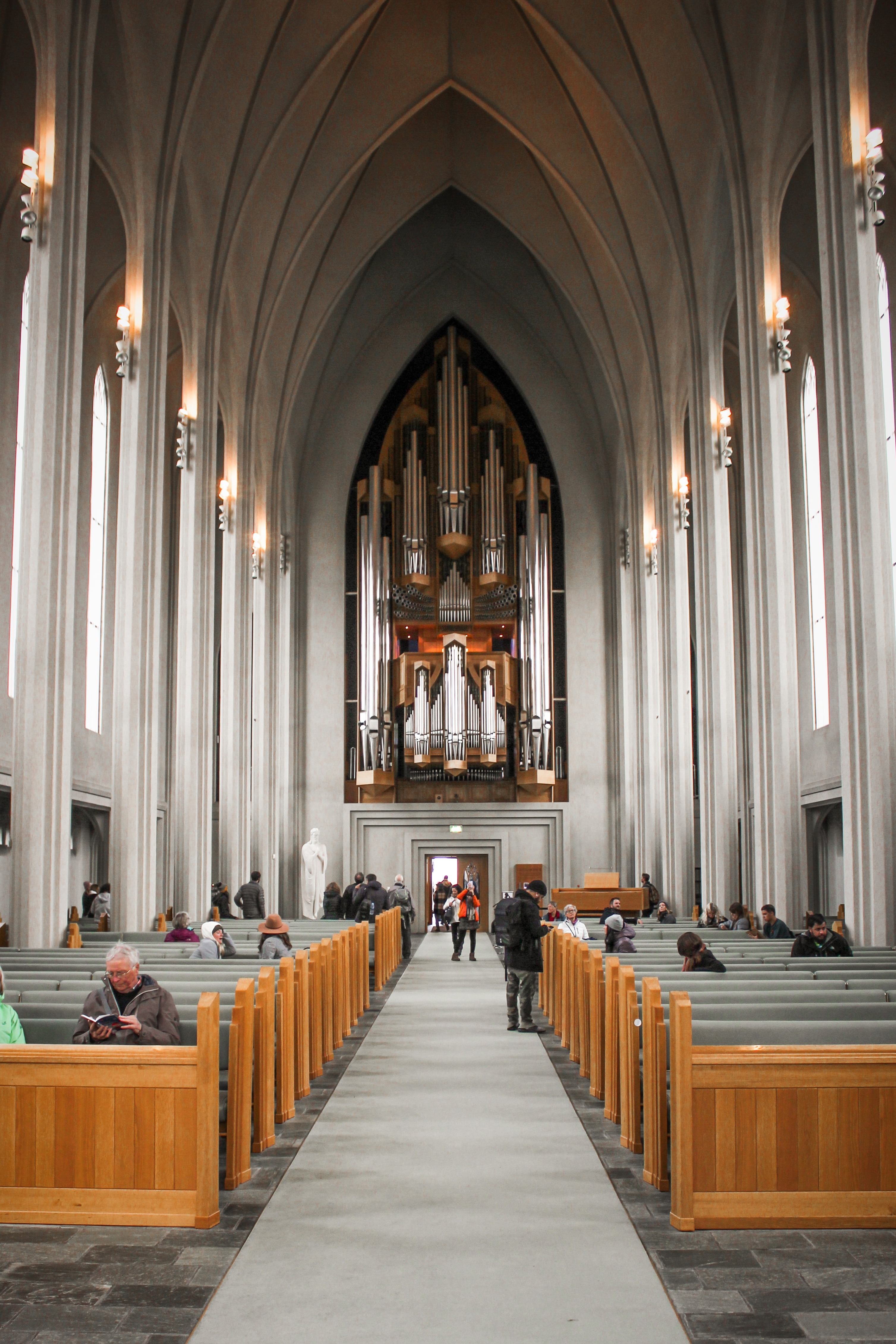 Интерьер церкви Хатльгримскиркья