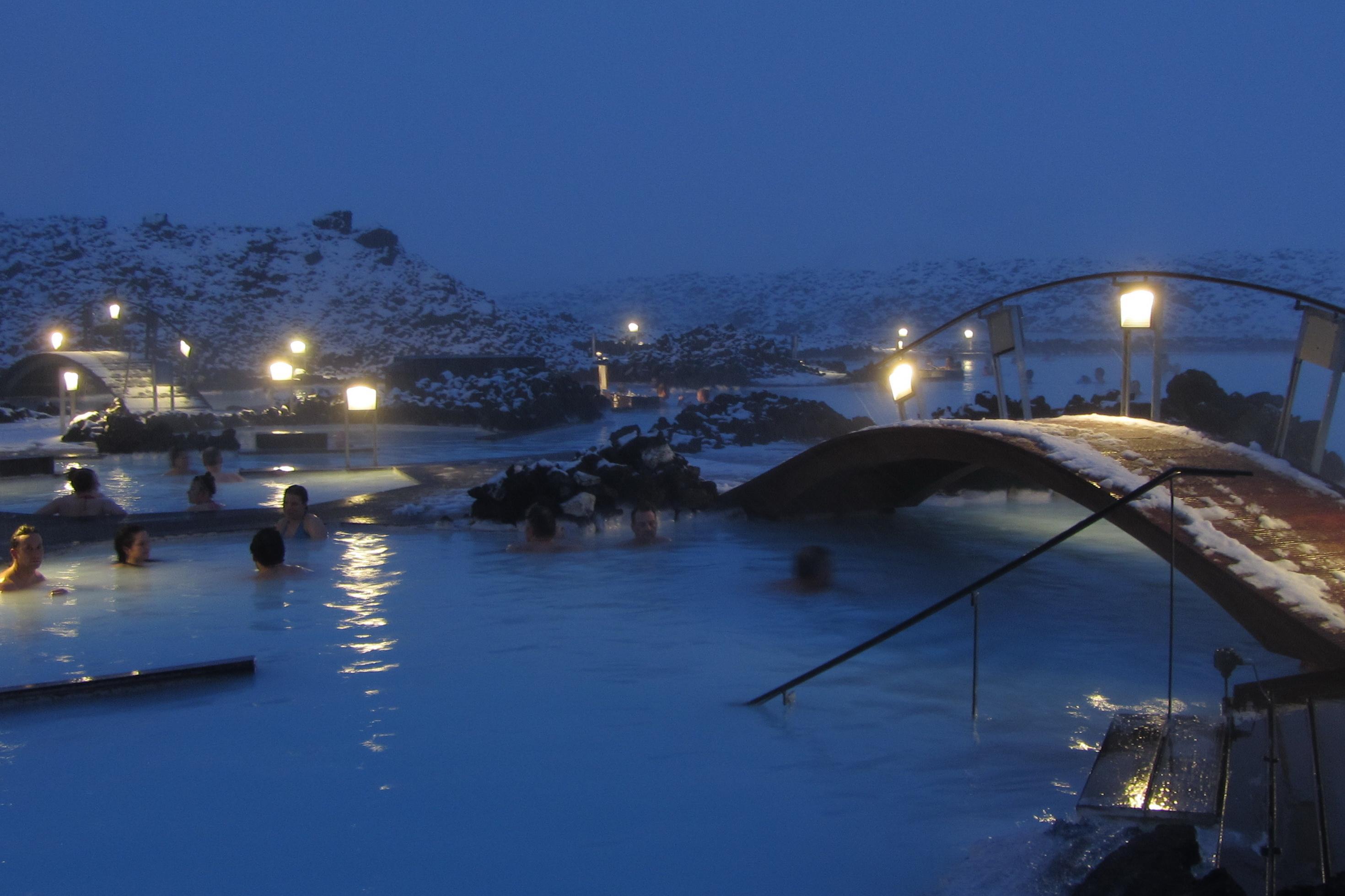 Голубая лагуна зимним вечером, Исландия