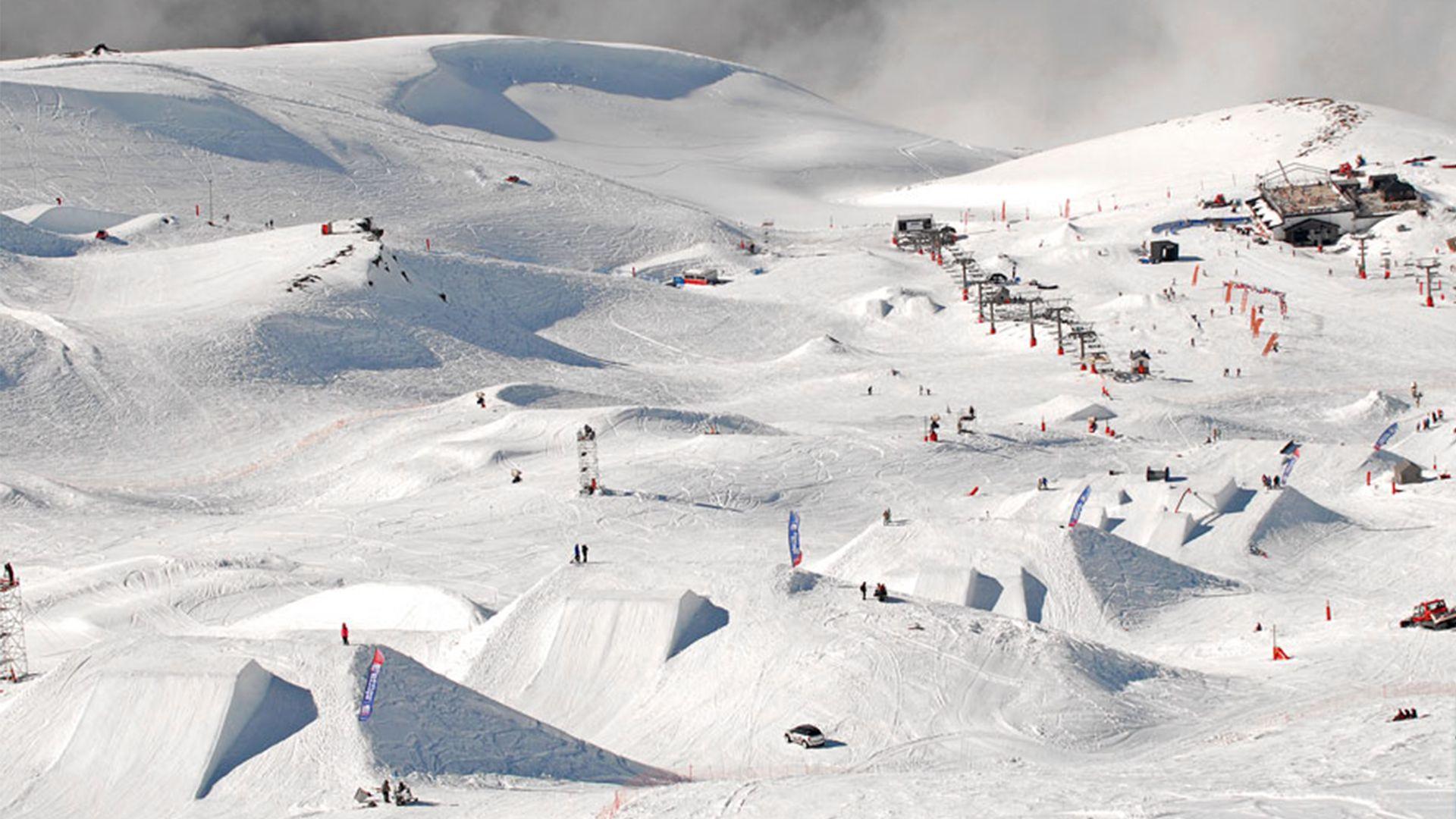 Лыжники на трассе в Сьерра Неваде