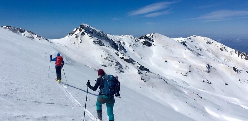 Лыжники фрирайд Сьерра Невада