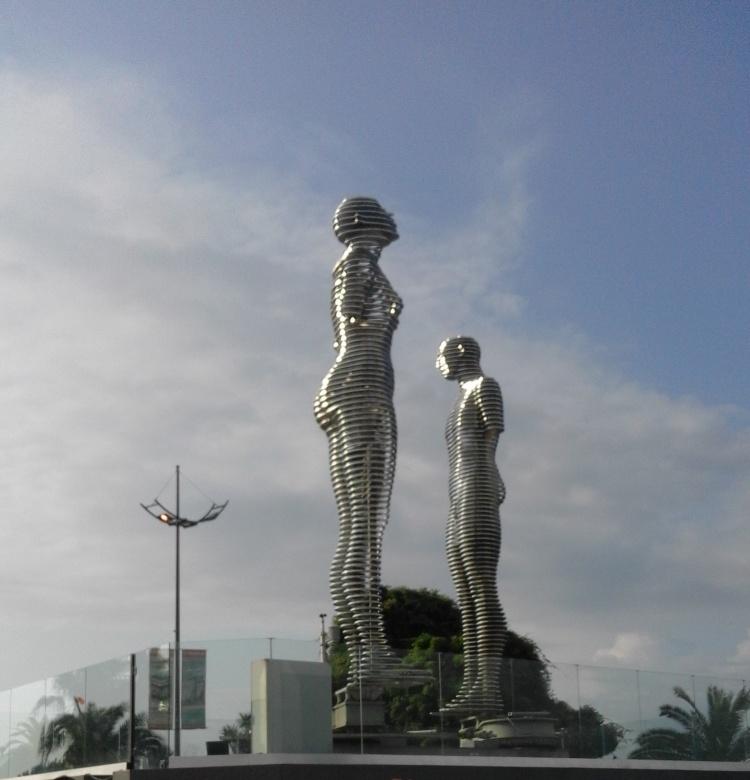 Скульптура Али и Нино, Батуми