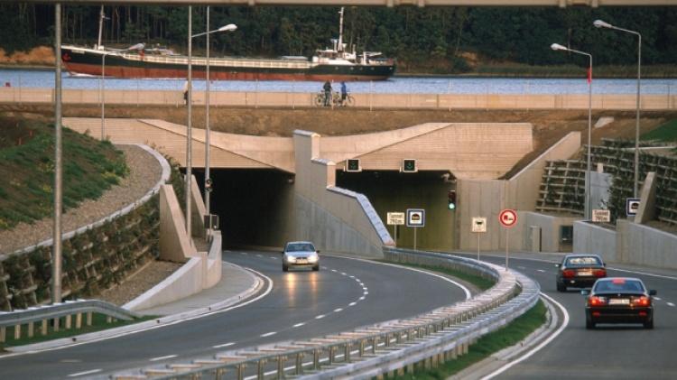 Тоннель Warnow в Германии