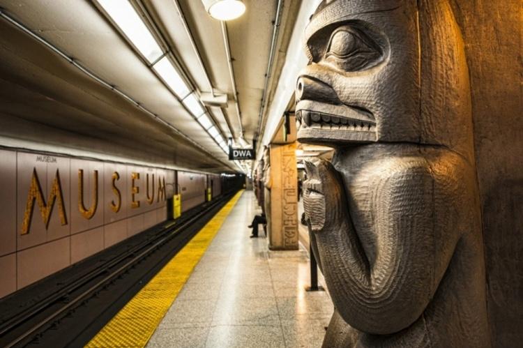 Станция метро в Торонто