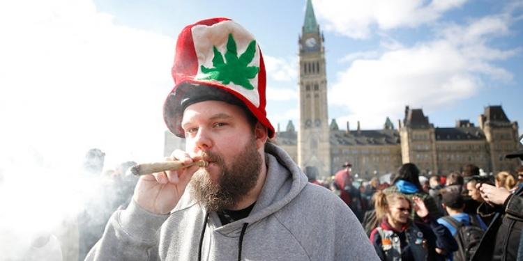 Курение каннабиса в Канаде
