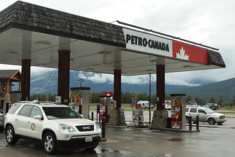 Заправочная станция в Канаде