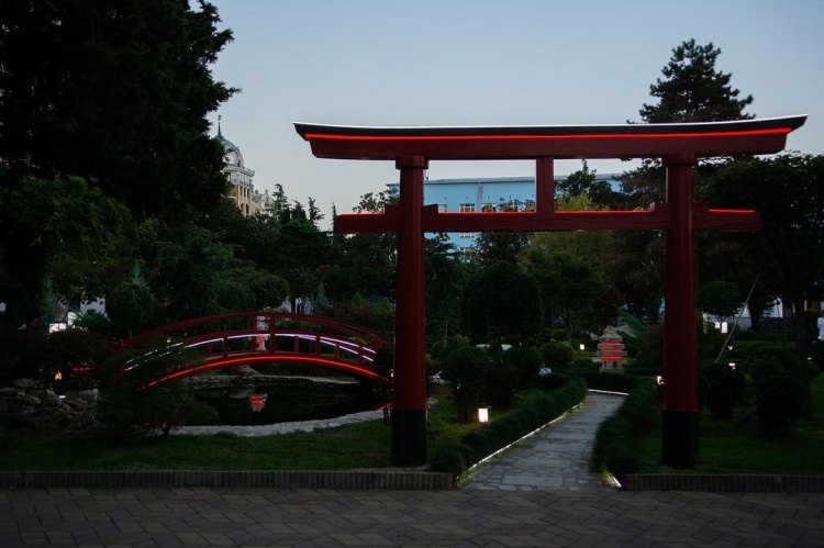 Батумский бульвар, японский оазис