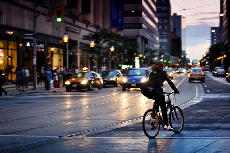 Велосипедисты на дорогах Канады