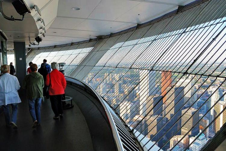 Смотровая площадка на башне в Торонто
