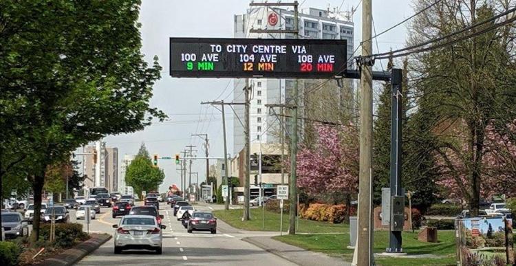 Электронные табло на дорогах в Канаде