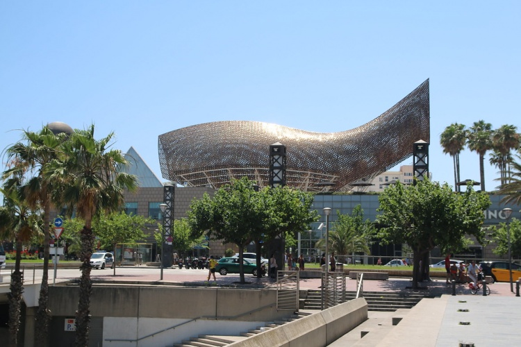 Порт Олимпик, Барселона. Скульптуры Плывущая рыба