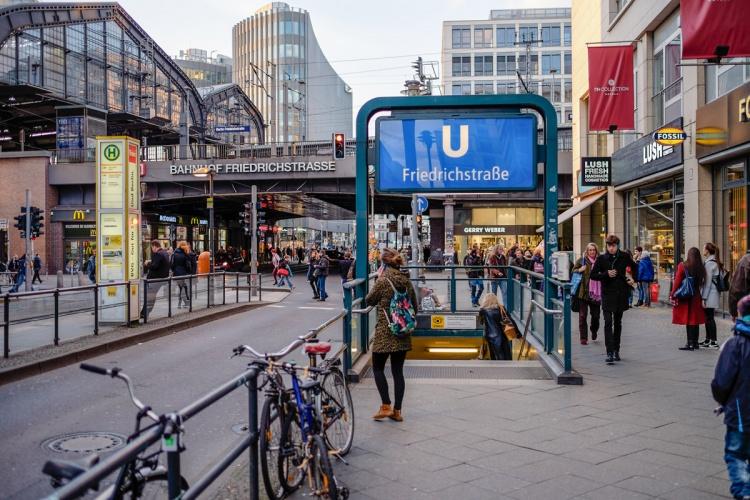 Вход в метро в Берлине