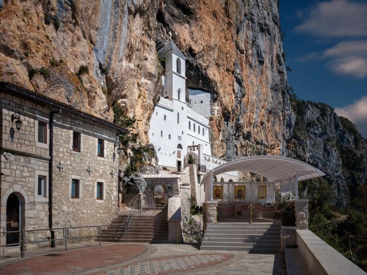 Монастырь в скале, Черногория