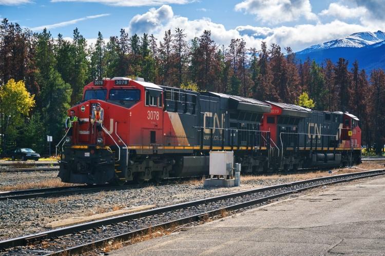 Трансконтинентальная железная дорога в Канаде