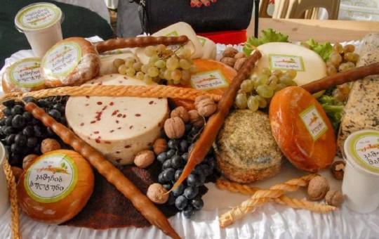 Грузинская кухня: 1000 и 1 блюдо из мяса, сыра, винограда и орехов - изображение №1