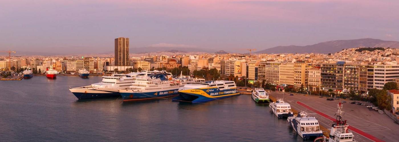 Пирейский порт в пригороде Афин