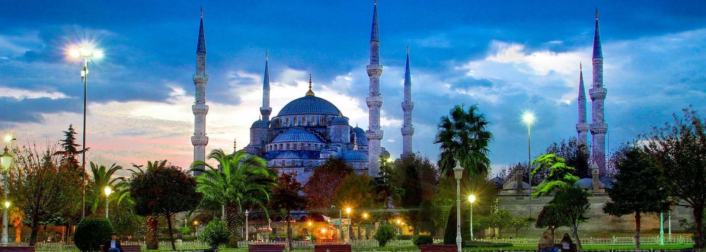 Голубая мечеть и площадь Султанахмет в Стамбуле