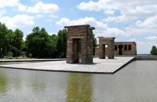 Египетский храм Дебод в Мадриде