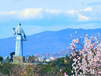 Крепость Нарикала Тбилиси и монумент Мать Картли (Мать-Грузия)