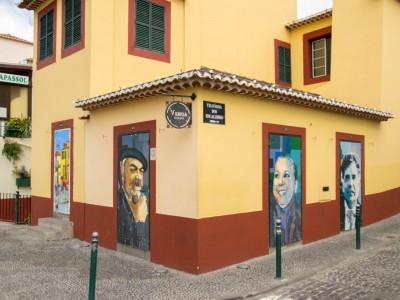 Улица раскрашенных дверей в Фуншале