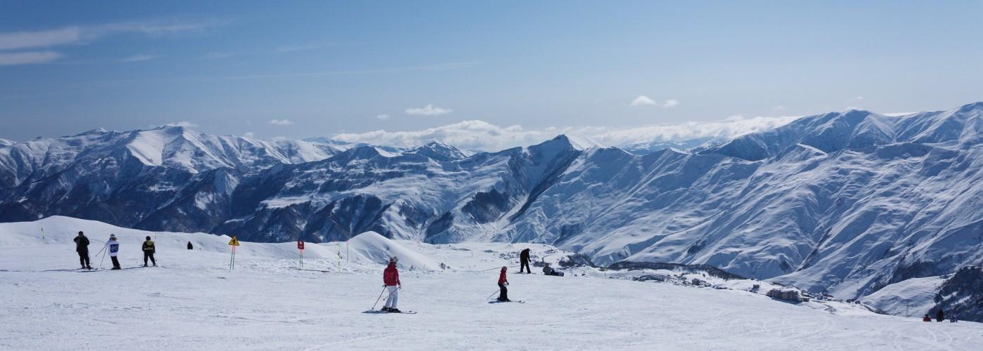 Обучение катанию на лыжах и сноуборде в Гудаури