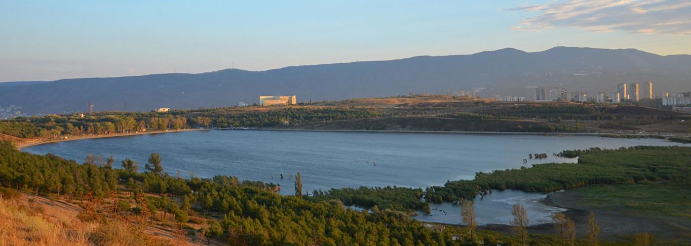 Парк отдыха и озеро Лиси в Тбилиси