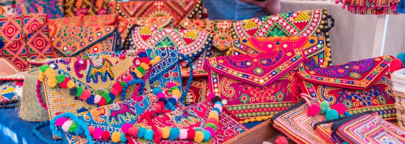 Где купить сувениры на Ибице: главные торговые районы и рынки острова
