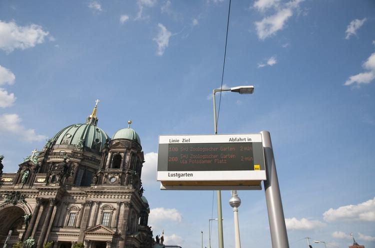 Информационное табло общественного транспорта в Германии