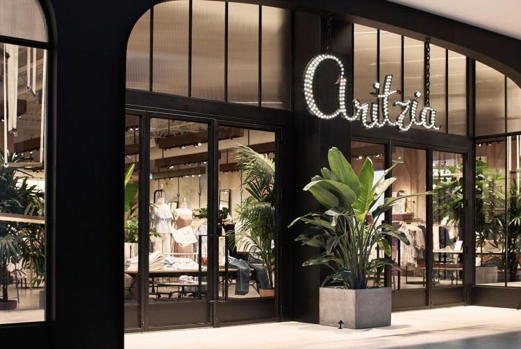 Магазин Aritzia в Канаде