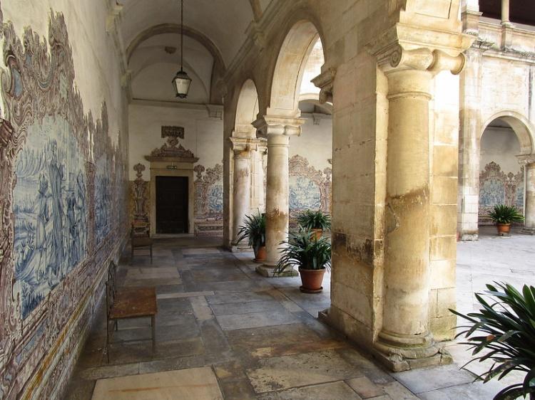 Археологический музей в Кармелитском монастыре