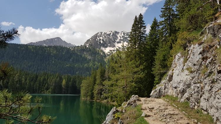 Черное озеро в парке Дурмитор