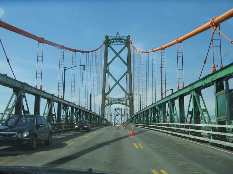 Мост Angus L. Macdonald Bridge в Канаде