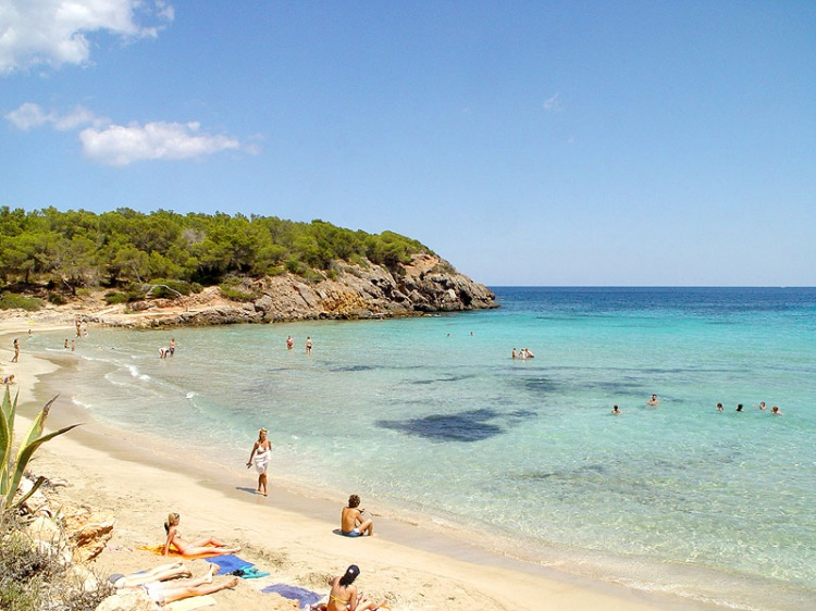Кала Нова пляж на Ибице