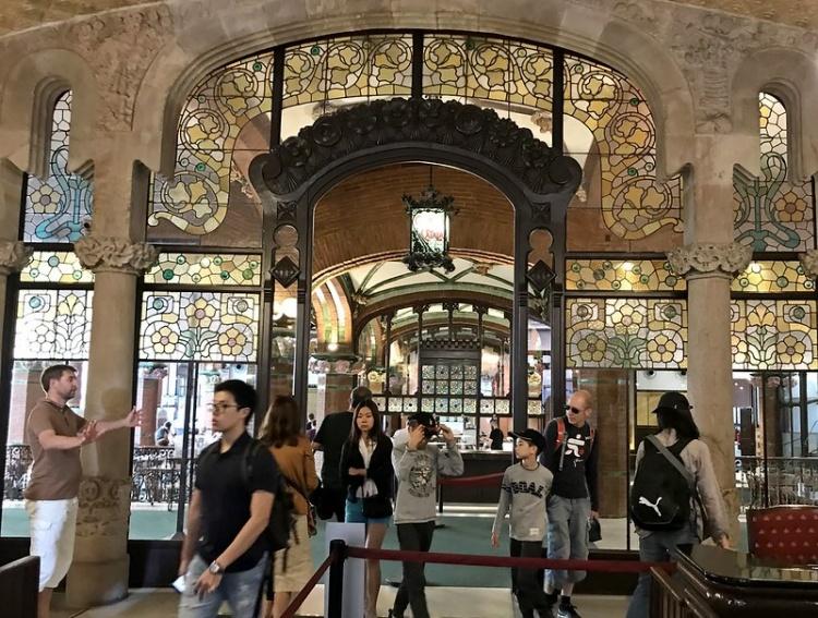 Дворец музыки в Барселоне