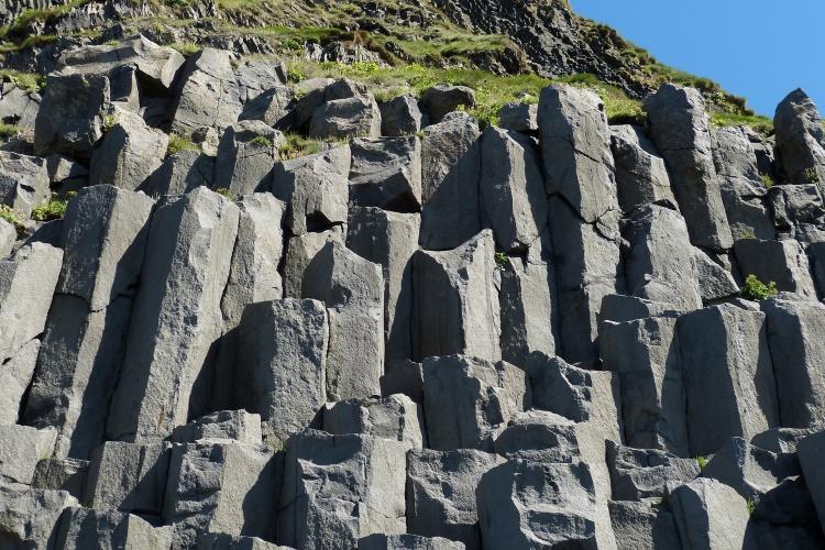 Исландский черный пляж