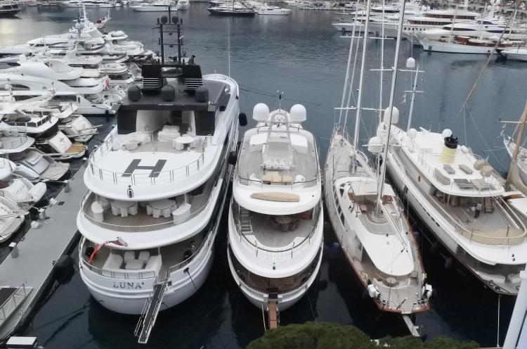 Аренда яхты в порту Бэй д'Эркюль, Монако