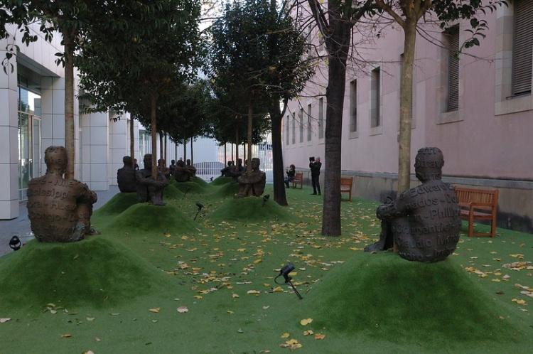 Во дворе МАСВА, Барселона