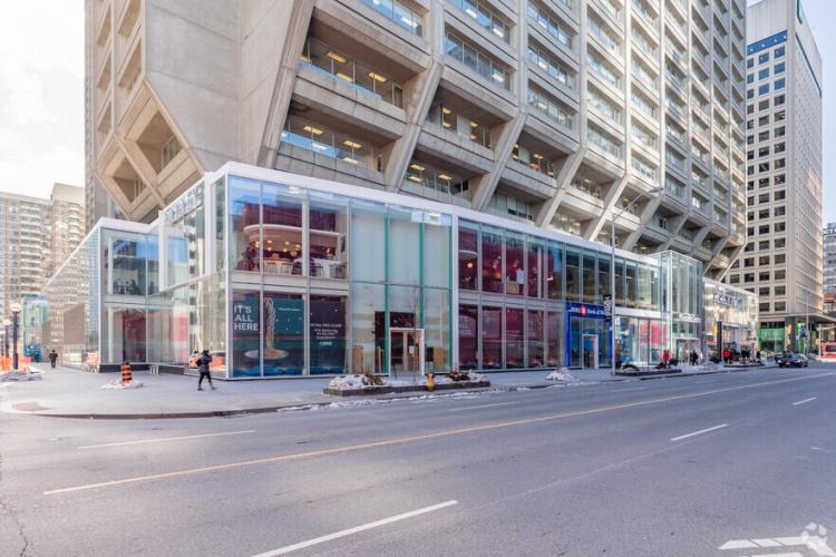 Bloor Street в Торонто
