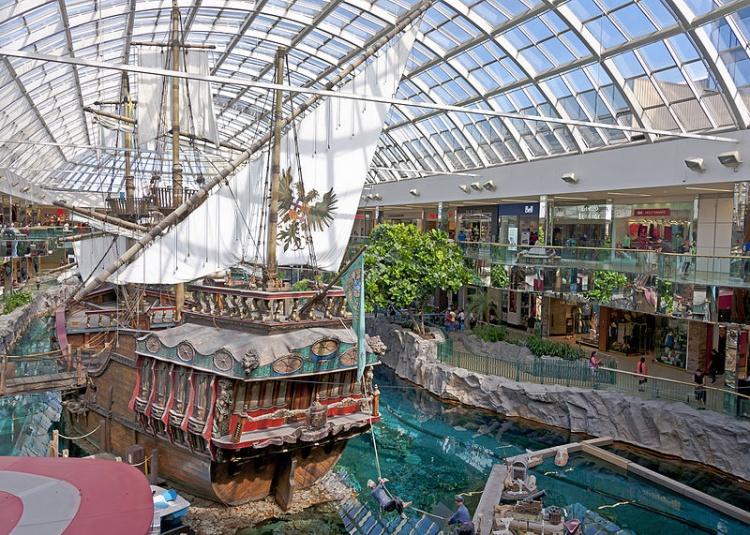 West Edmonton Mall в Канаде