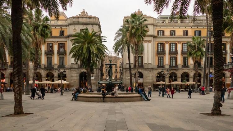 Королевская площадь в Барселоне, фото