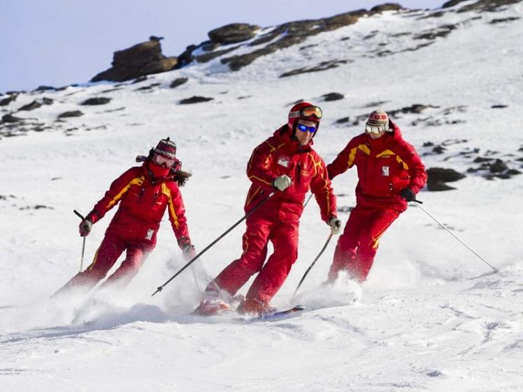 Официальная школа обучения зимним видам спорта Сьерра-Невады