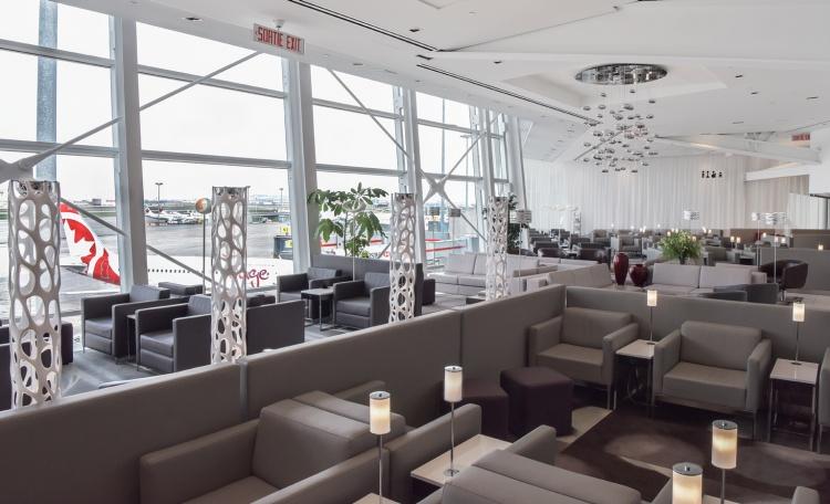 Лаунж зона в аэропорту Трюдо в Монреале