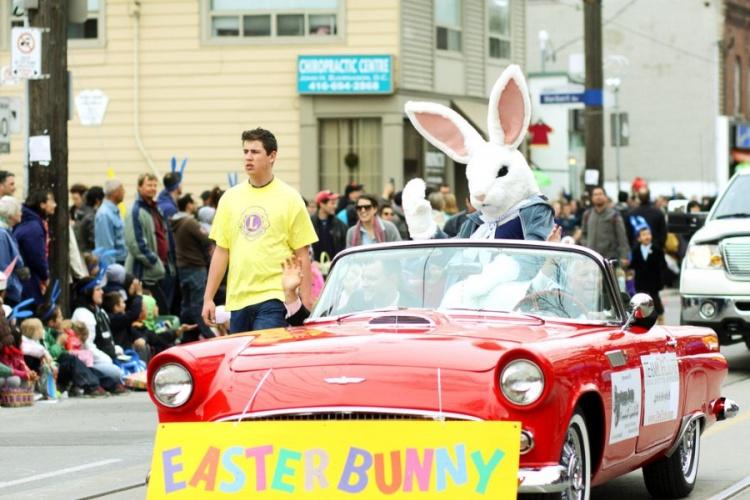 Пасхальный кролик на параде в Канаде