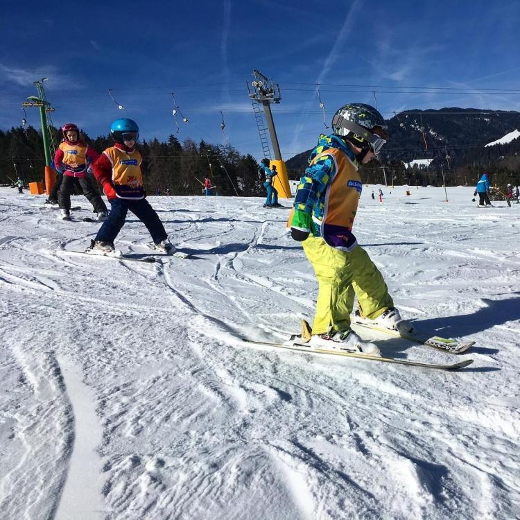 Обучение катанию на лыжах в Краньска Гора, Ski school