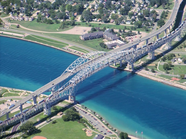 Blue Water Bridge в Канаде