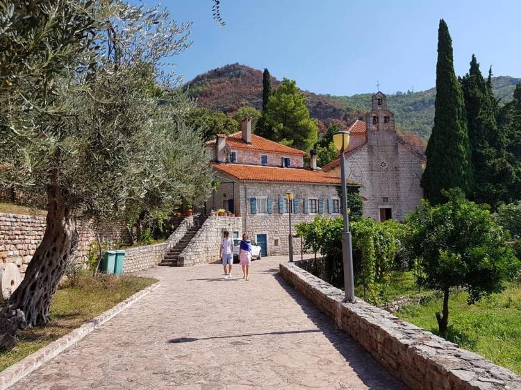 Монастырь Прасквица на острове Свети Стефан, Черногория