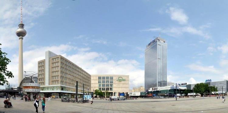 Центральная площадь Берлина Александерплатц