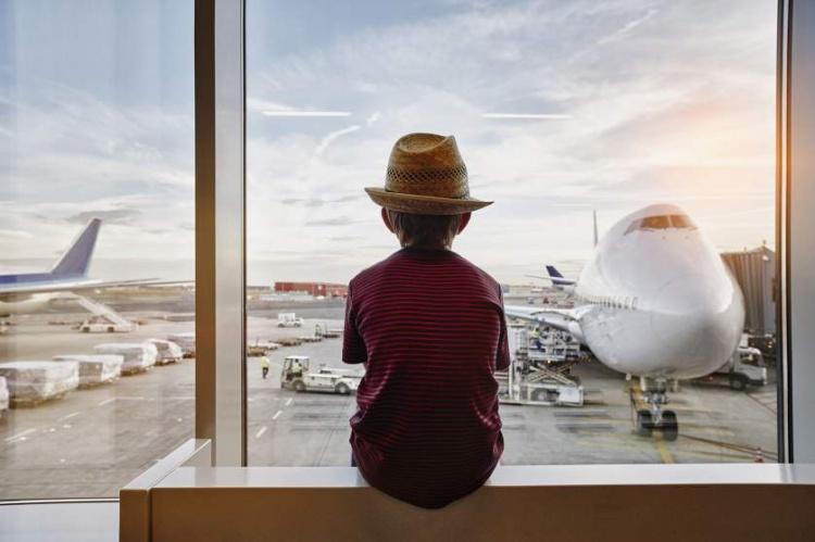 Ребенок в аэропорту в Германии