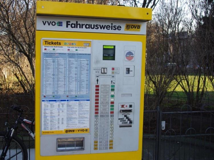 Автомат для покупки проездного билета в Германии
