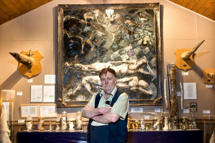 Сигурдур Хьяртарсон в своем музее фаллосов в Рейкьявике