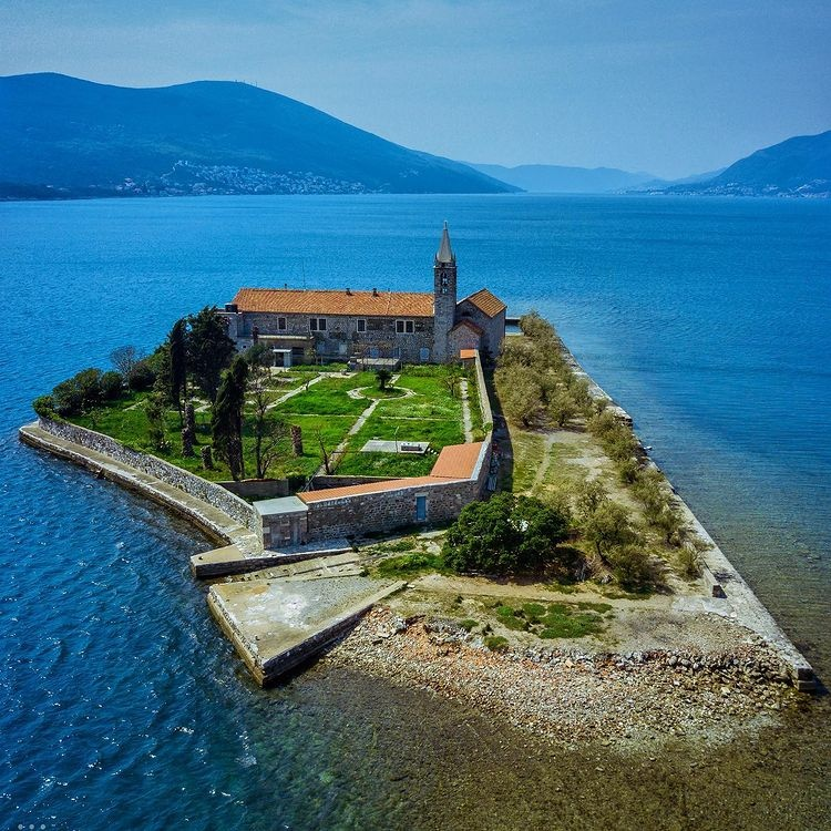 Остров Госпа од Мило, Черногория